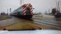 Une barrière de sécurité ne se baisse pas alors qu'un train arrive