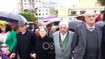 RTV Ora - Lezha përkujton dëshmorët me flamurin kokë poshtë dhe kurorat me ngjyrat e partive