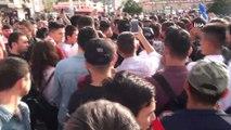 Özbek boksöre Taksim'de yoğun ilgi