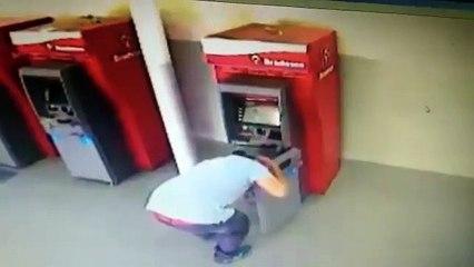 Camera de monitoramento flagra furto a caixa eletronico em Itapipoca