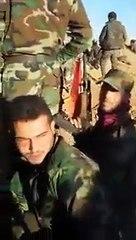 """سهيل الحسن يختبأ خلف ساتر ترابي ويصرخ """"أخ يا أمي"""" (فيديو مسرب)"""