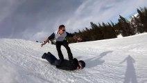 Tu as oublié ton snowboard Pas de soucis... Surf sur le dos de ton pote