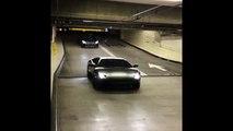 Cette Lamborghini ne paye pas le parking elle passe sous la barrière !
