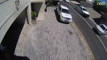 Frein à main oublié, la voiture sort du garage sur la route toute seule !