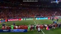 Quand les joueurs de Liverpool communient avec les supporters !