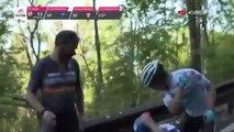 Miguel Angel Lopez gifle un spectateur sur le Giro (Tour d'Italie)