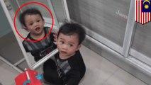 【恐怖】鏡の前で男児が振り向くも鏡に映っているのは… - トモニュース
