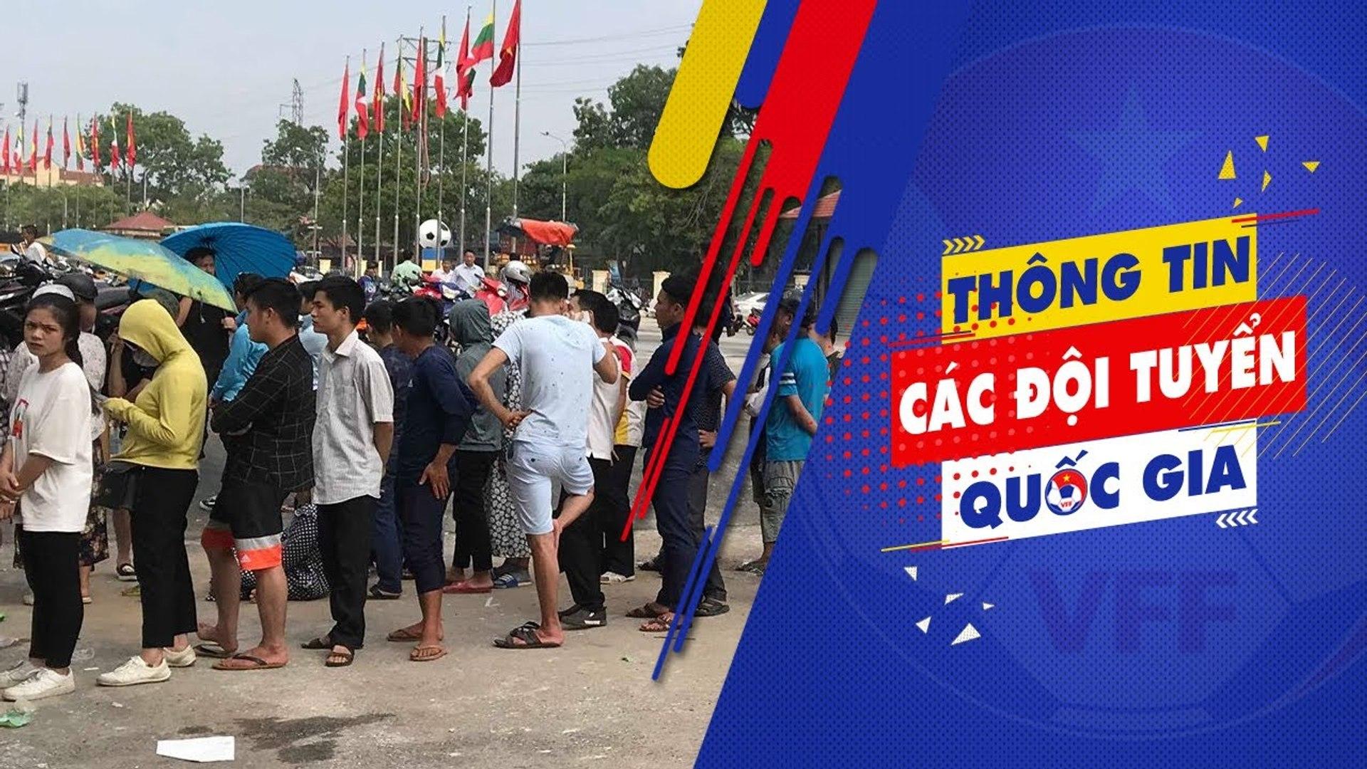 Người dân Phú Thọ đổ xếp hàng dài chờ mua vé theo dõi U23 Việt Nam thi đấu | VFF Channel