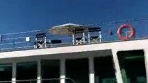 Ce paquebot enfonce un bateau à Venise, arrivant trop vite au port !