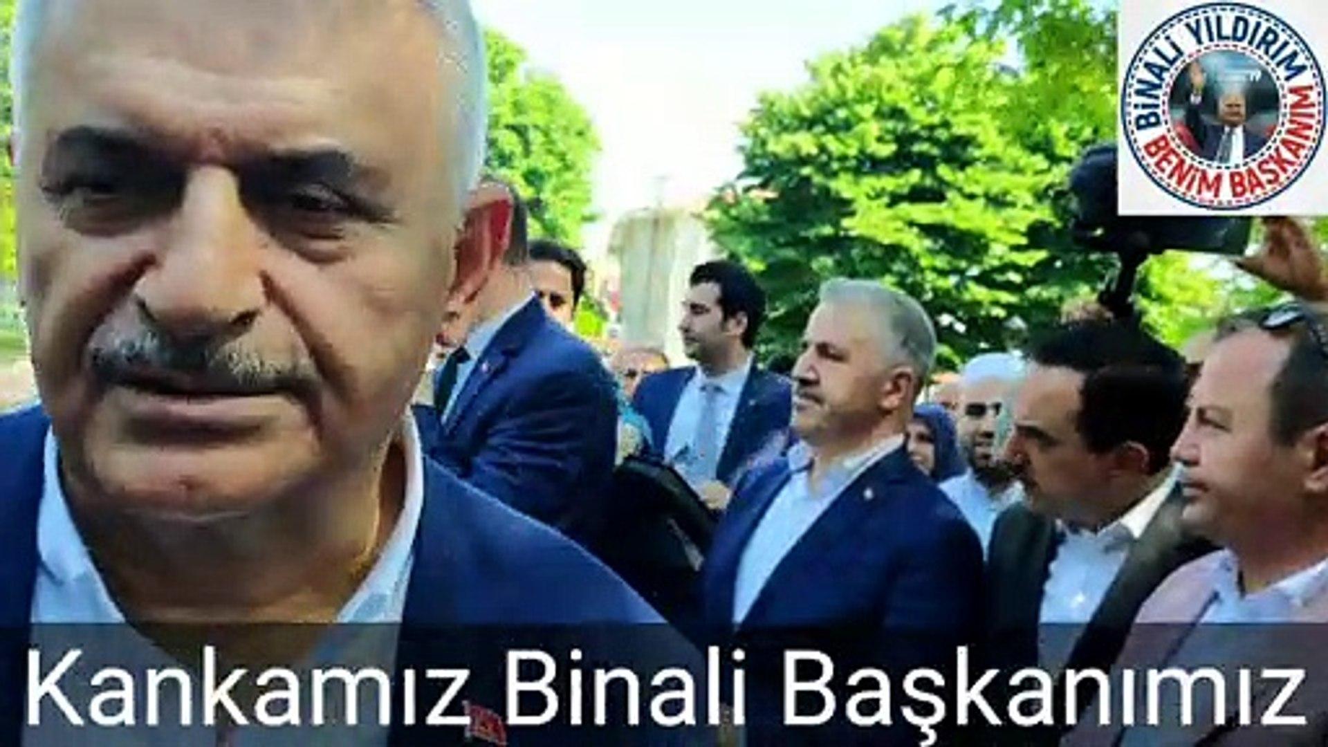 Gençlerle genç oldu 'kankalarım' diye hitap etti! Binali Yıldırım'ın İstanbul geziler