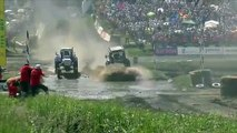Carrera de tractores en Rusia y pasa esto