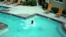 Elle plonge pour sauver sa petite soeur en train de se noyer