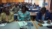 RTG - Présentation de la suppression de certains services publiques par le Ministre de l'Economie Jean Marie Ogandaga aux honorables députés