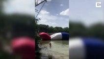 Elle fait un vol plané impressionnant sur cette bouée...
