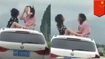 走行中の車の屋根に座り、じゃんけんで遊ぶ少女らが炎上 - トモニュース