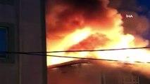 Sultanbeyli'de binanın çatısı alev alev yandı