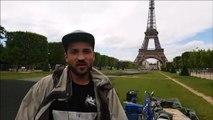 Saype artiste belfortain crée une fresque pour SOS Méditerranée au pied de la Tour Eiffel