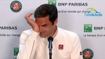Roland-Garros 2019 - Quand Roger Federer  s'amuse des conditions de jeu, sans toit, à Roland-Garros !