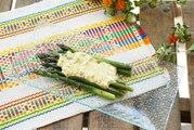Espárragos con holandesa de ruibarbo - Cocina con Conexión - Sonia Ortiz con Juan Farré