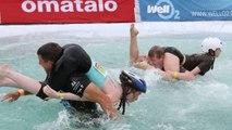 Strano ma sport: folle corsa con moglie in spalla