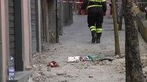 Napoli, crolla pezzo di cornicione da palazzo: morto negoziante