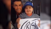 Cristiano Ronaldo fait arrêter le bus du Portugal pour prendre une photo avec un jeune fan malade