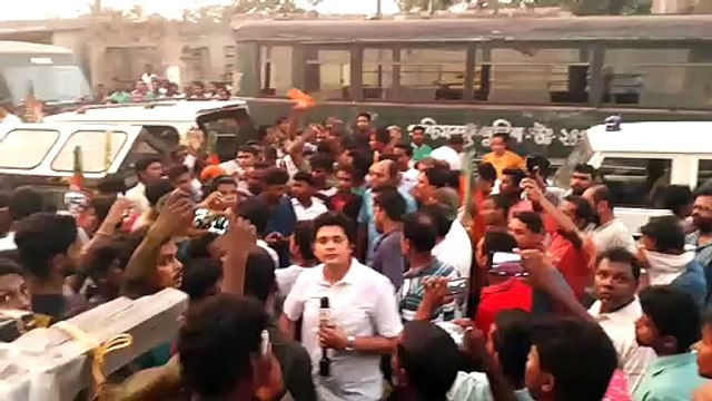 BJP leaders, workers chant slogans as police stop their convoy carrying bodies of killed cadres