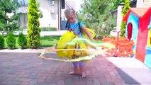 Nastya et papa dans le jardin de la magie des surprises