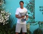 Roland-Garros - Nadal pose avec son 12e trophée