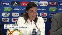 """""""Pour moi, c'est piscine, transat"""" : Corinne Diacre, la sélectionneuse des Bleues, ironise sur son image de coach intransigeante"""