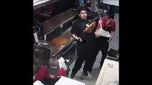 Cet employé sauve une pizza grâce à un reflexe incroyable