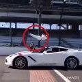 mouvement dangereux d'un gars sans peur | gars vs supercar vitesse