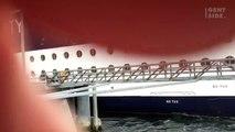 Una nave da crociera butta giù una parte del molo durante un attracco in Alaska