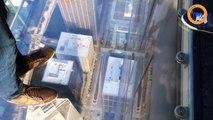 Le balcon en verre au 103e étage d'une tour à Chicago se fissure avec des touristes dessus !