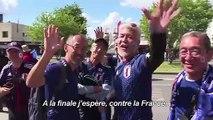 Les supporters japonais fêtent la victoire contre l'Ecosse