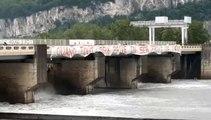 Saint-Egrève : manifestation au pont-barrage contre le projet de privatisation des barrages