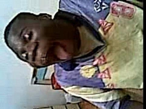 Un africain mange une canette incroyable CHOC A VOIR EXCLU