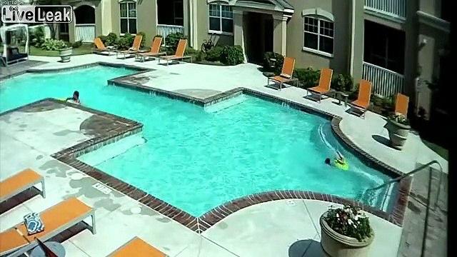 Ragazza salva sorellina in piscina
