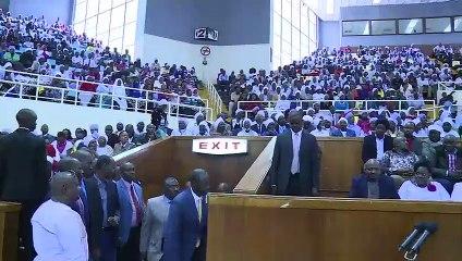 Jubilation as Ruto shakes President Uhuru Kenyatta' Hand