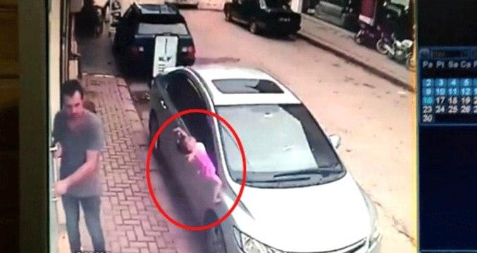 2 yaşındaki çocuk 3. kattan beton zemine çakıldı! O anlar kamerada
