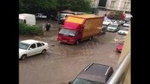 Sağanak yağmur İzmir'i de vurdu