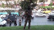 Kağıthane'de trafik ışıklarında lüks cipe silahlı saldırı: 2'si ağır 4 yaralı