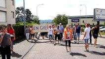 5e jour de grève chez Stanley Tools, les salariés défilent rue Jouchoux