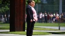 Et soudain, en pleine cérémonie, Angela Merkel se mit à trembler
