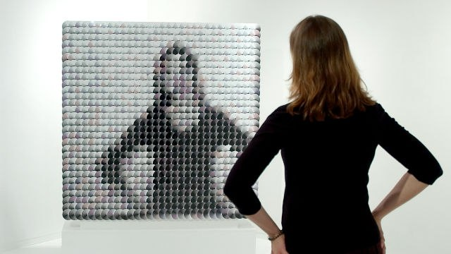 How This Artist Makes Mirrors Out of Pompoms and Wooden Tiles