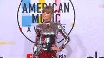 Taylor Swift fait un câlin à son ex-rivale Katy Perry dans le clip de You Need To Calm Down!