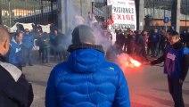 Trabajadores de El Dueso mantienen bloqueados los accesos al penal