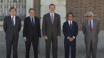 El Rey Felipe VI junto a Rajoy, Zapatero, Aznar y Felipe González