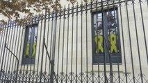 Lazos amarillos en las ventanas de EH Bildu en Vitoria