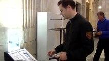 Habilitan terminales digitales en las iglesias para permitir los donativos con tarjeta